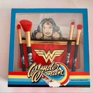 Soho Wonder Woman Face & Eye Brush Set Dc Comics